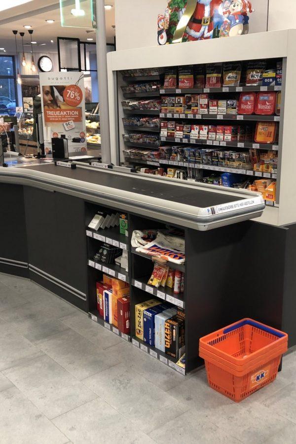 Supermarkt kassazone en plafondeilanden